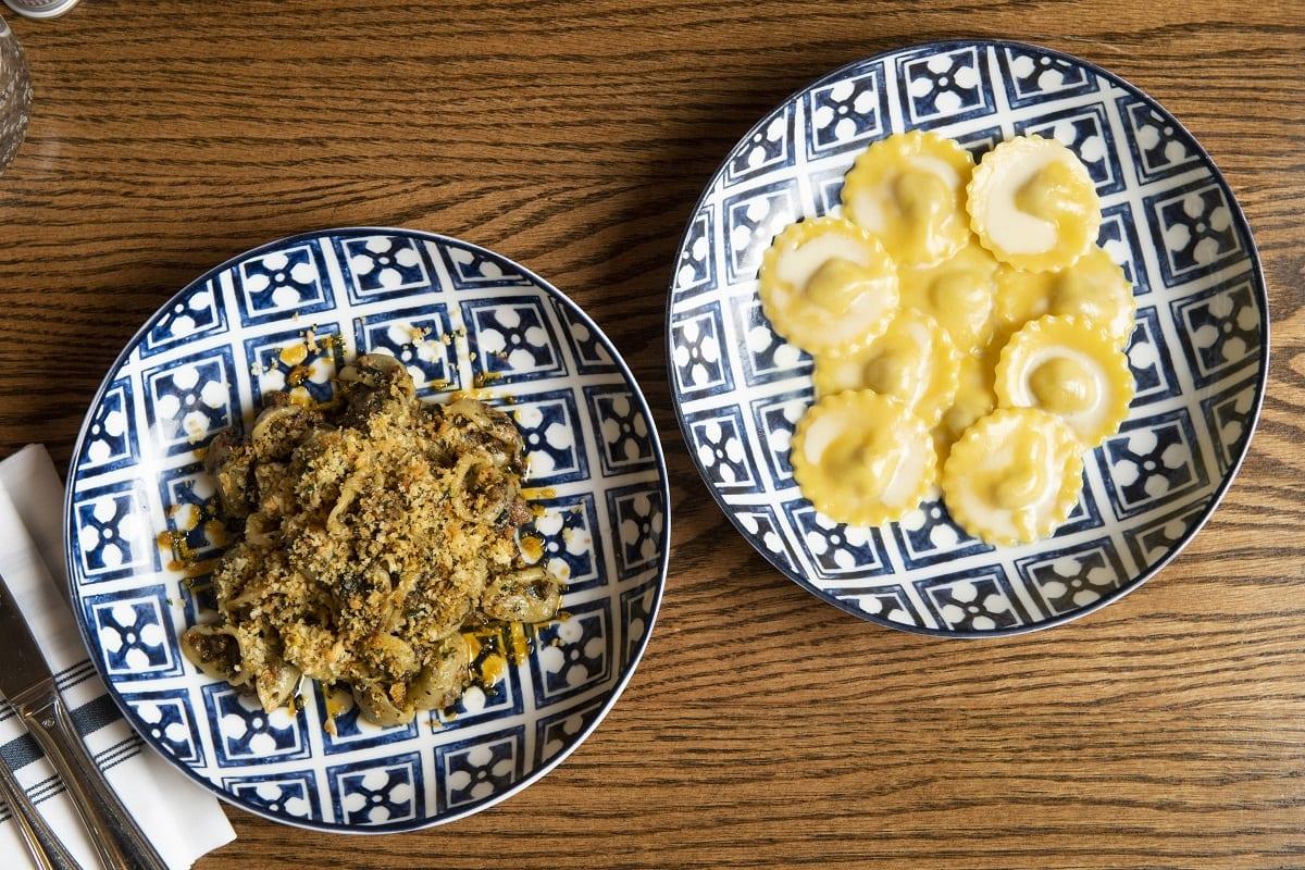Due piatti di pasta di Rezdora