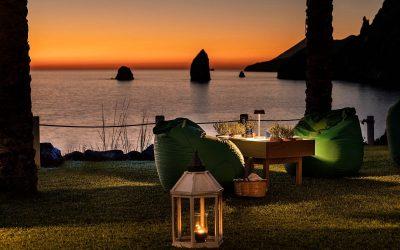 Tavola sul prato al tramonto al ristorante I Tenerumi