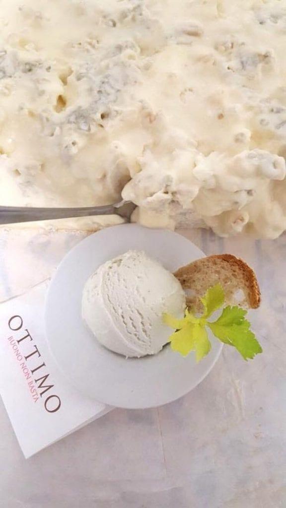 Come la gorgonzola, gelato all erborinato di capra Ottimo buono non basta