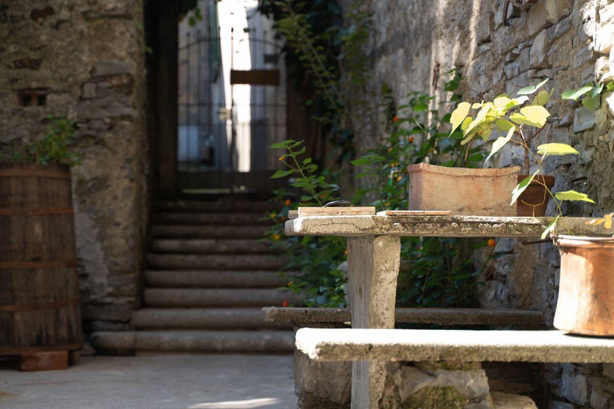 il cancello di accesso a Semi di Grano a Perledo