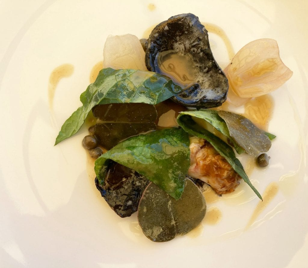Seppie sporche, fegato di seppia, cipolla di Cannara foglie di cappero Lab 2021 Uliassi