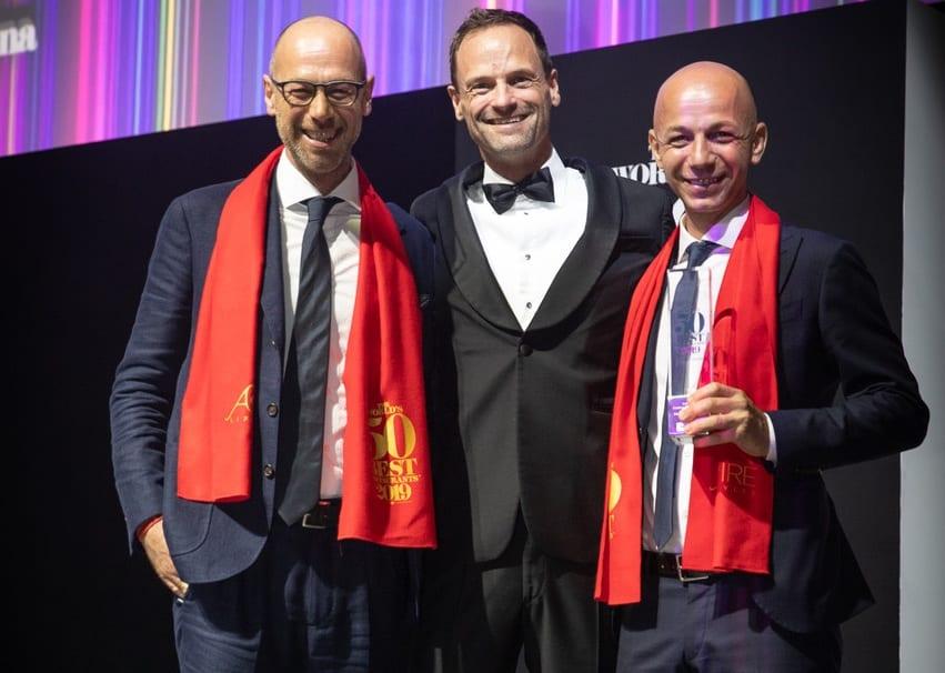 Giancarlo e Riccardo Camanini sul palco di Singapore alla World's 50 Best Restaurants 2019