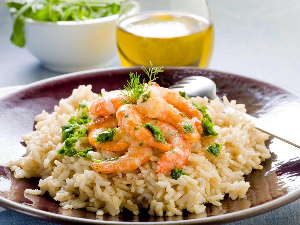 Insalata di riso, gamberetti e moscardini