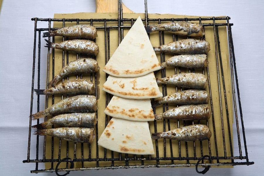 Sarde e piada su griglia all'osteria del Gran Fritto