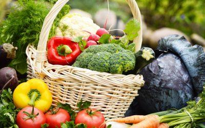 Un cesto di verdure fresche