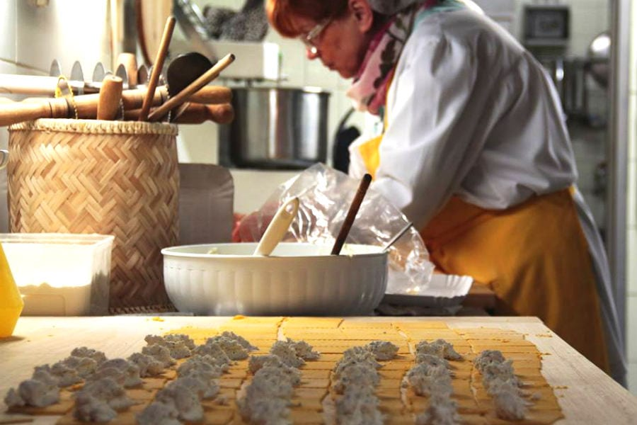 Il ripieno dei tortellini del pastificio Le Sfogline