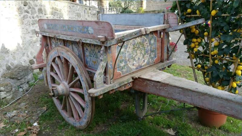 Carretto da trasporto dipinto a mano