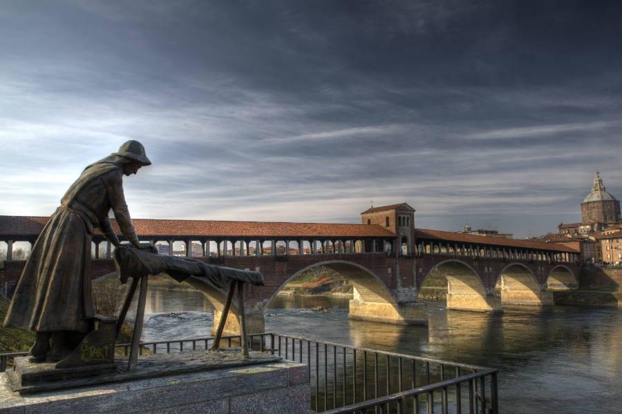 Pavia, la lavandaia - foto di Michele Cassani