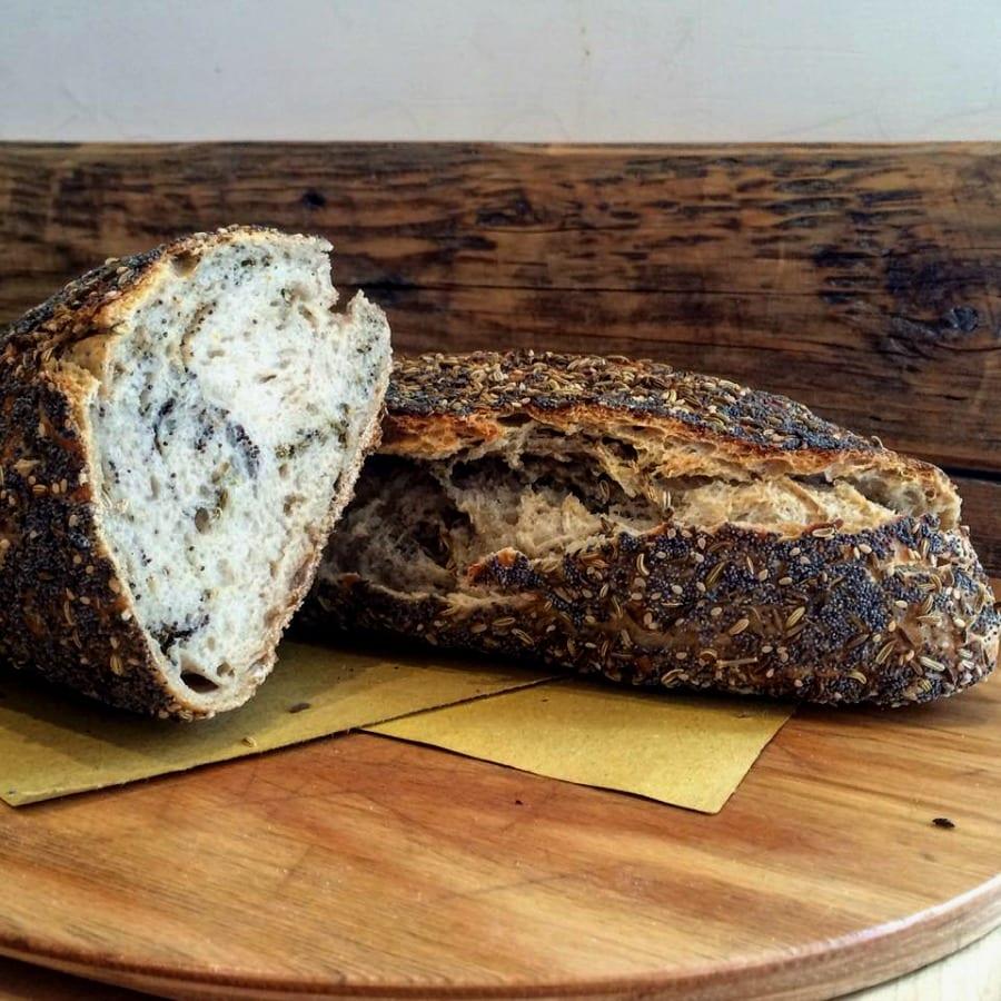 Pane a fermentazione spontanea con semi di lino