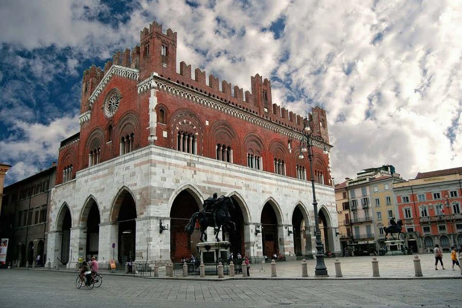 Piacenza, piazza Cavalli - foto di Meteo Emilia Romagna