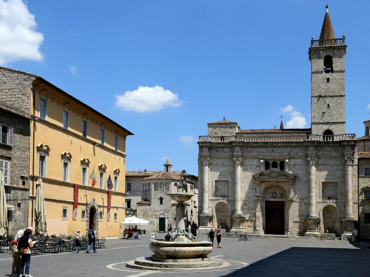 Piazza Arringo ad Ascoli Piceno