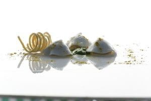 Baci di calamaro con leggero pesto acidulo – Don Alfonso. Ph Ennio Calice
