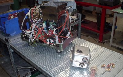Una macchina da caffè in riparazione