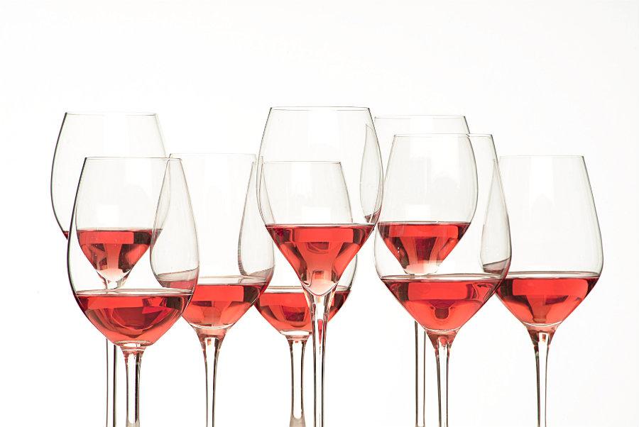 Calici con vino rosato