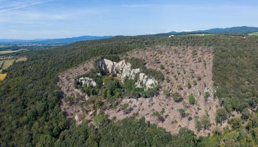L'ex cava di Cariola vista dall'alto