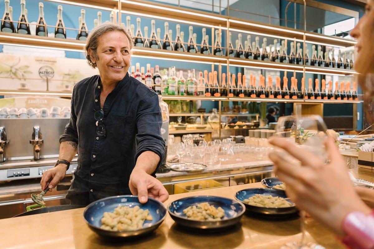 Filippo La Mantia al banco del Caffè Fernanda alla Pinacoteca di Brera