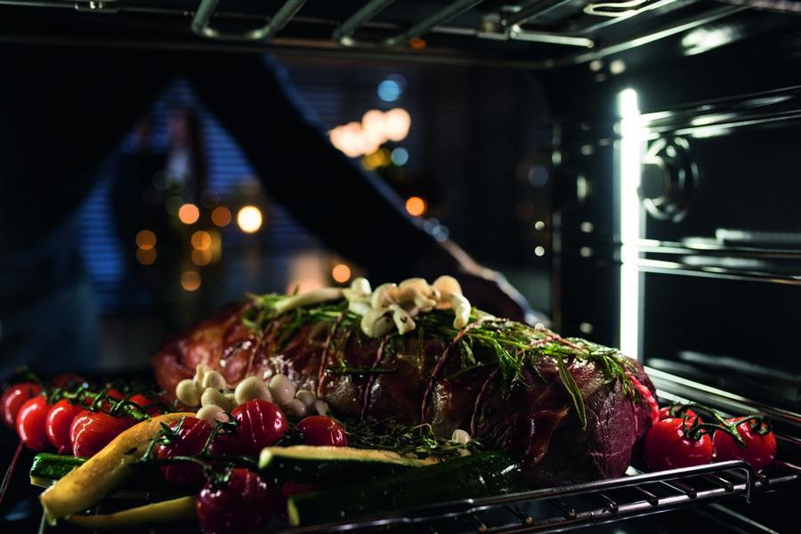 Arrosto e verdure cotto nel forno Dialog oven di Miele