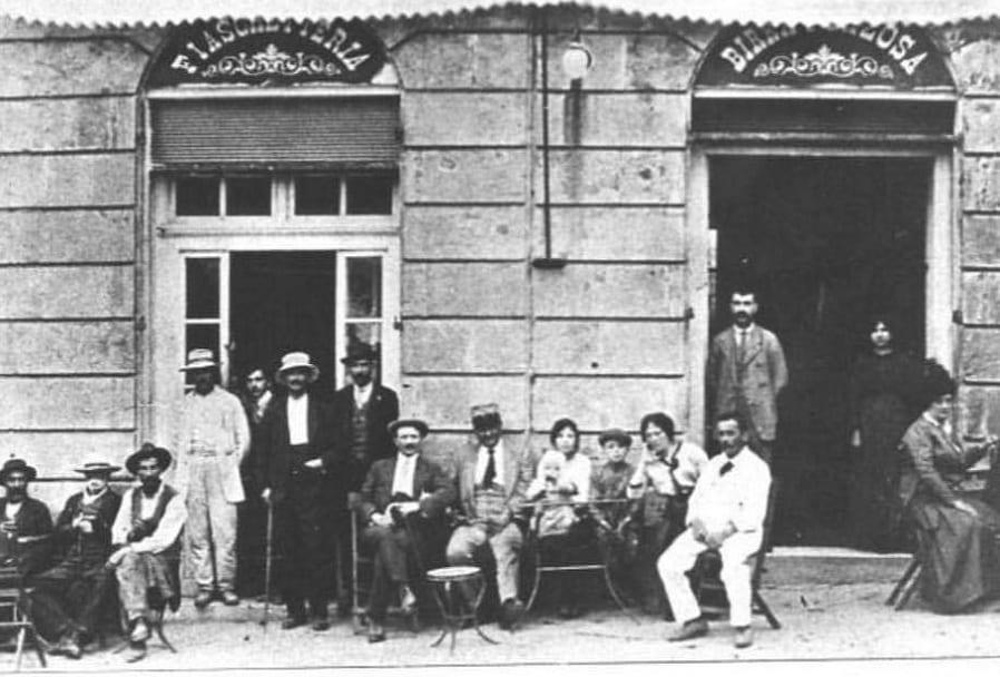 Una foto in bianco e nero dell'Emporio Belardi di Sarteano