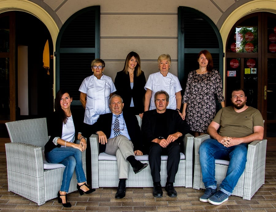 Famiglia poli: Rossana, Francesca, Giuseppina, Carlotta, e, sotto, Federica, Giuliano, Marco e Gianluca