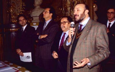 Folco Portinari con Carlo Petrini e gli altri firmatari di Slow Food nel 1989 a Parigi