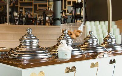 Il gelato di Vòce, coppa sul banco all'ingresso del locale