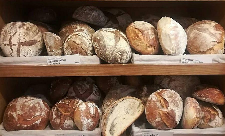 Gli scaffali del pane di Antonio Cera