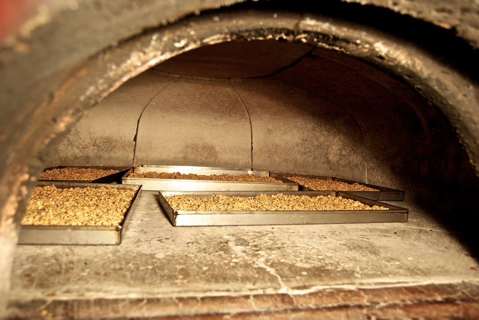 Cottura nel forno a legna