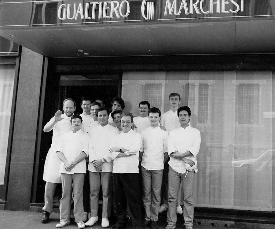 Gualtiero Marchesi con la bridata e ungiovanissimo Carlo Cracco