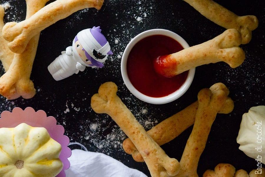 Halloween brododicoccole ossa al formaggio