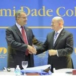 Presidente Cuccia e Presidente Padron consegna dono MDC 2