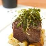 07 Capicollo di maialetto nero a bassa temperatura con schiacciata di patate e verdure in tempura