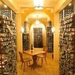 La cantina con i vini che hanno avuto il sigillo della Confrerie Saint Etienne dAlsace nel castello di Kientzheim