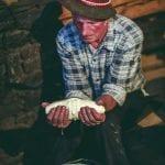 Polonia Lavorazione del tipico formaggio Oscypek da latte di pecore nel Parco Nazionale dei Monti Pieniny nella regione di Podhale