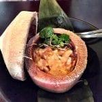Cocco congelato con zuppa di cannolicchi di mare e latte di cocco da Soy Kitchen