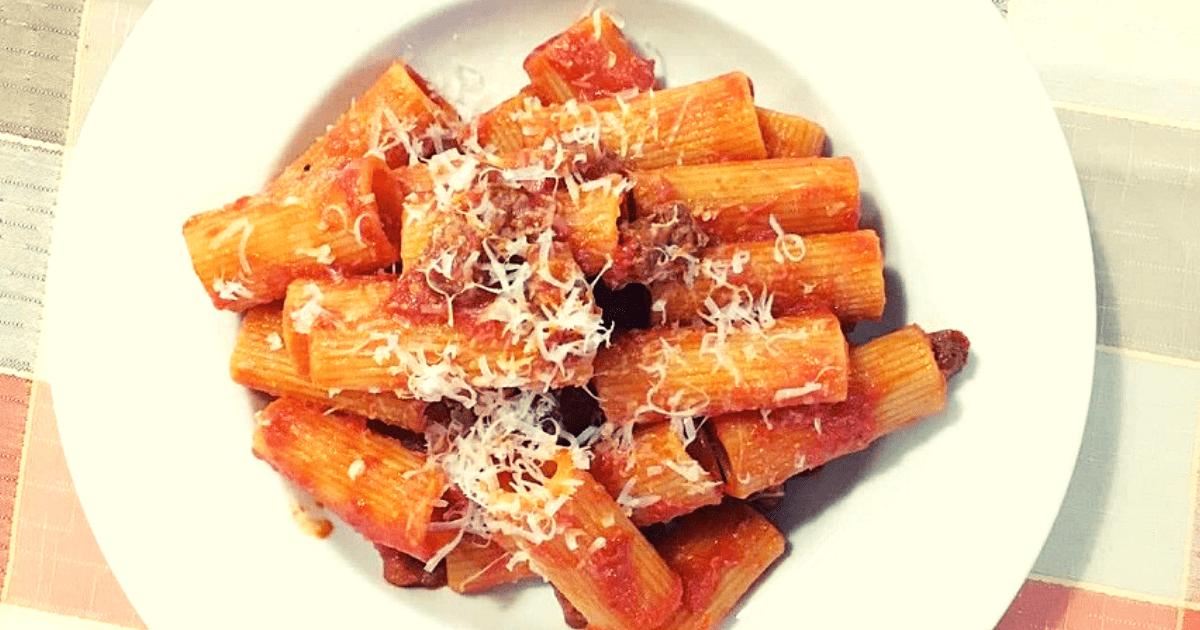 Un piatto di amatriciana da L'Avvolgibile a Roma