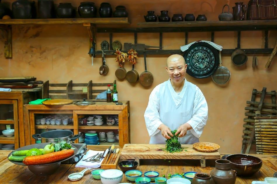 Jeong Kwan in cucina