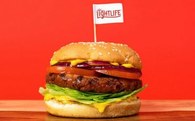 Un panino con hamburger di carne vegetale