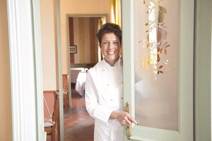 Mariangela Susigan, ritratto dietro la porta del ristorante
