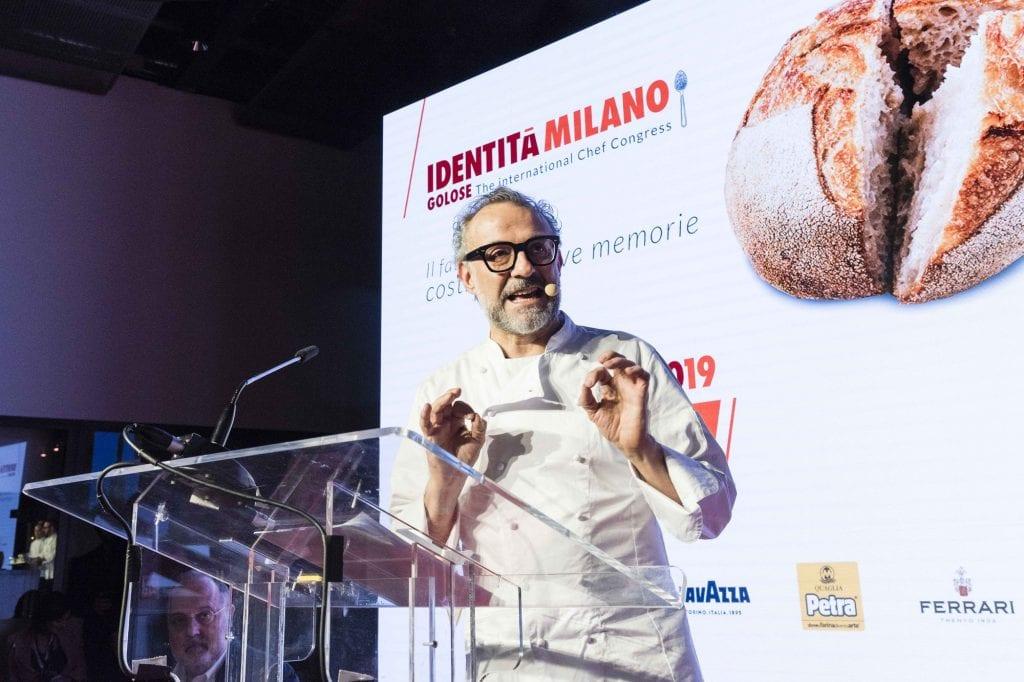 Massimo Bottura sul palco di Identità golose 2019 foto bramilla Serrani