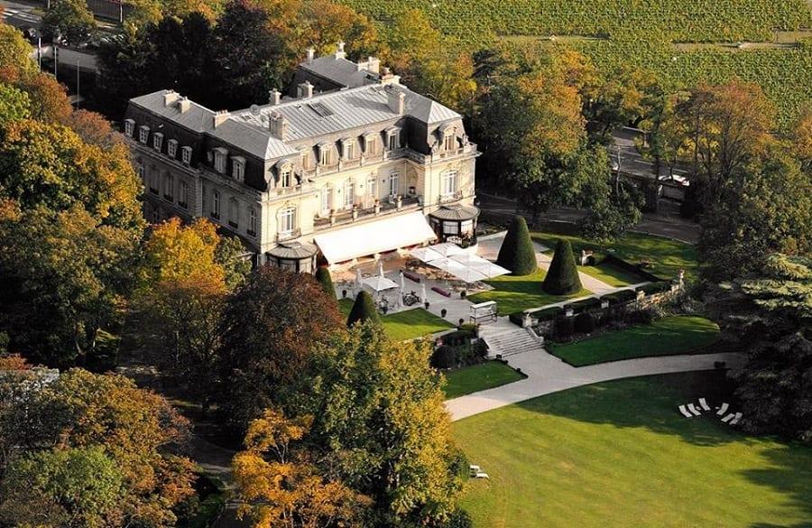 Il parco e la villa di Domaine les Crayeres