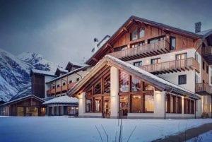L'hotel Montana Lodge di la Thuile in inverno
