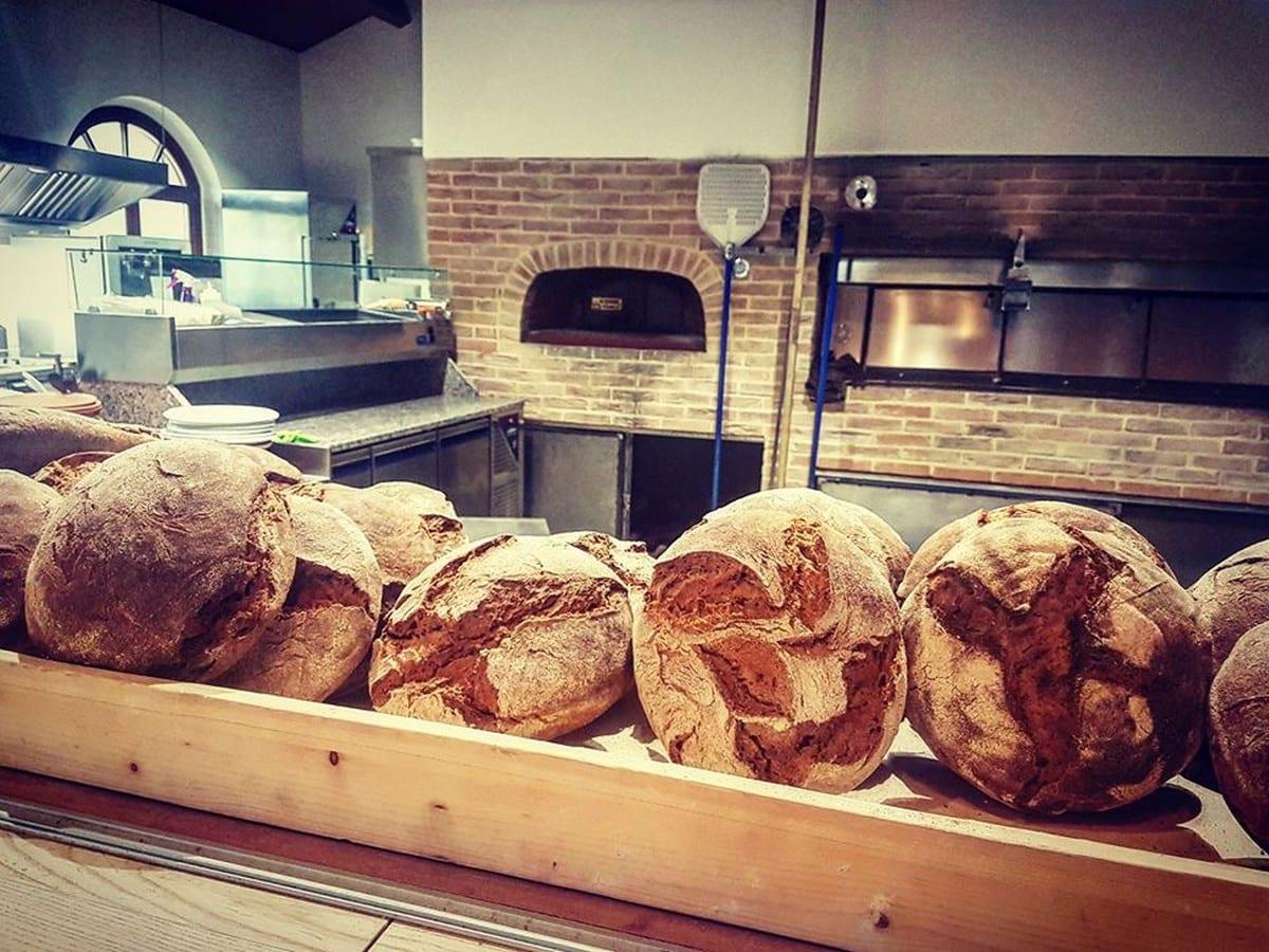 mulinum Mulinum a San Floro. La startup agricola che produce grano, farina, pane e pizza