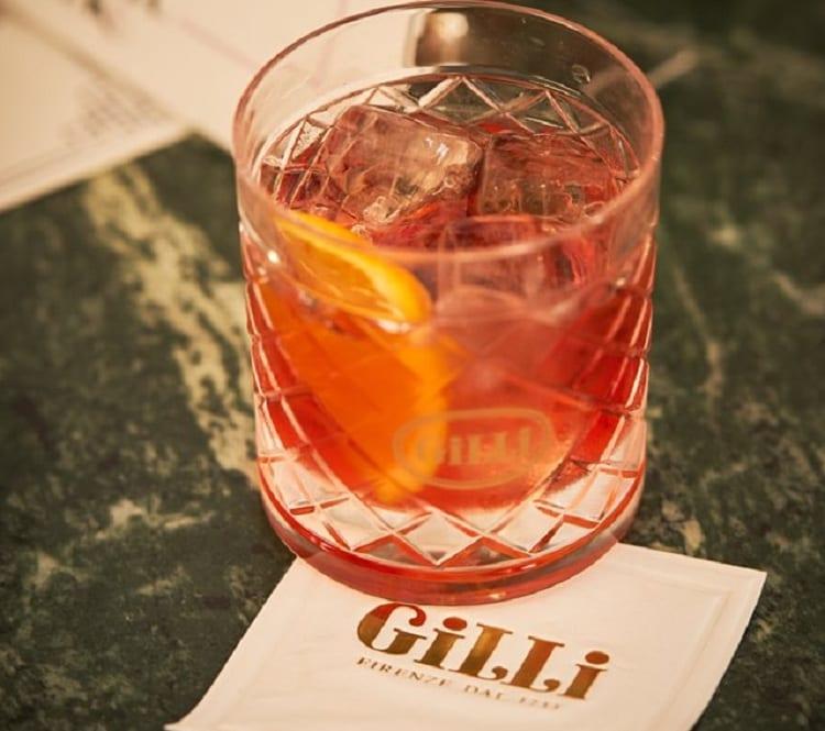Un bicchiere di Negroni da Gilli