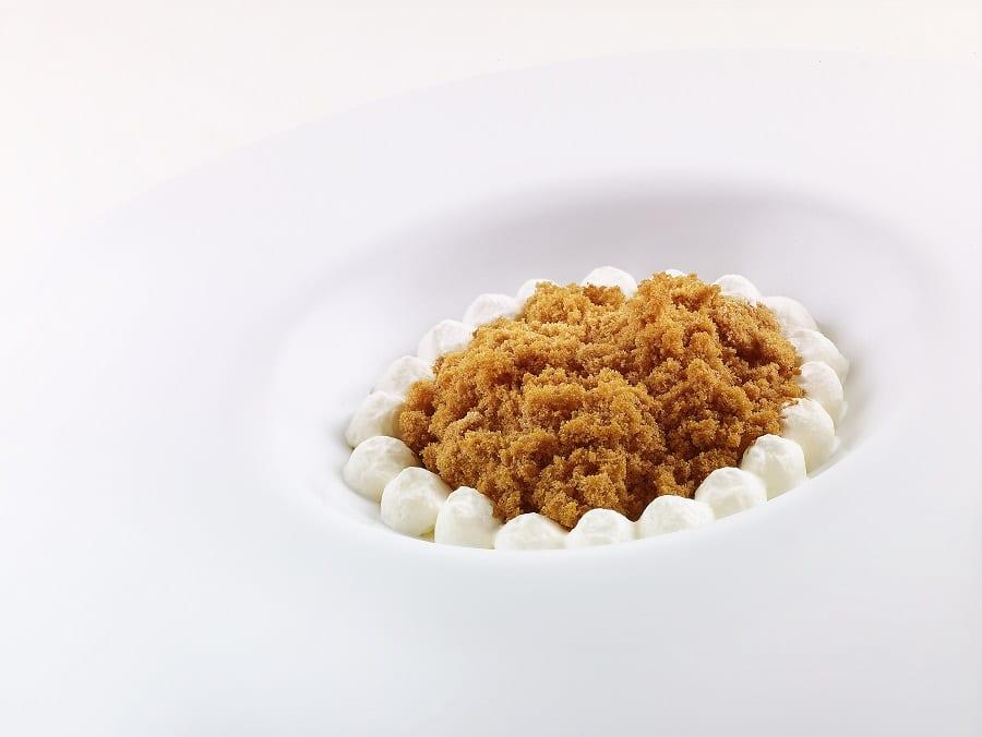 Liquirizia, aceto e cioccolato bianco di Niko Romito Foto by_Roberto_Sammartini_per_Grandecucina.jpg
