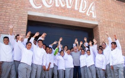 L'ingresso di Convida, con il gruppo degli chef della fundacion Pachacutec