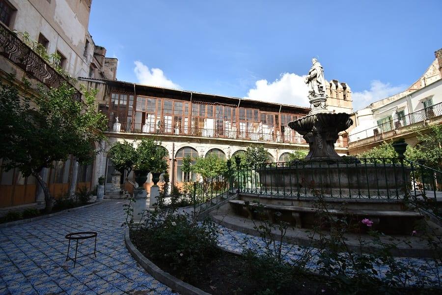 Il chiostro del convento di Santa Caterina, Palermo