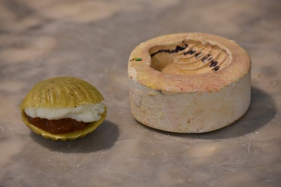 Un dolce tipico della pasticceria conventuale palermitana con il suo stampo