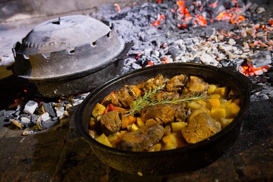 Pelka (tegame con carne e verdure cotto sulla brace. Piatto croato)