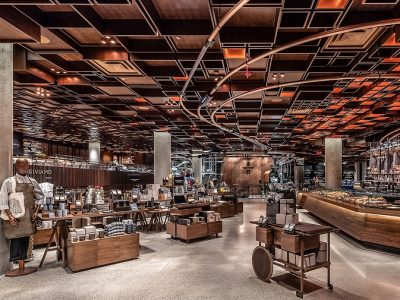 Reserve Roastery a New York, la sala principale, in legno e rame