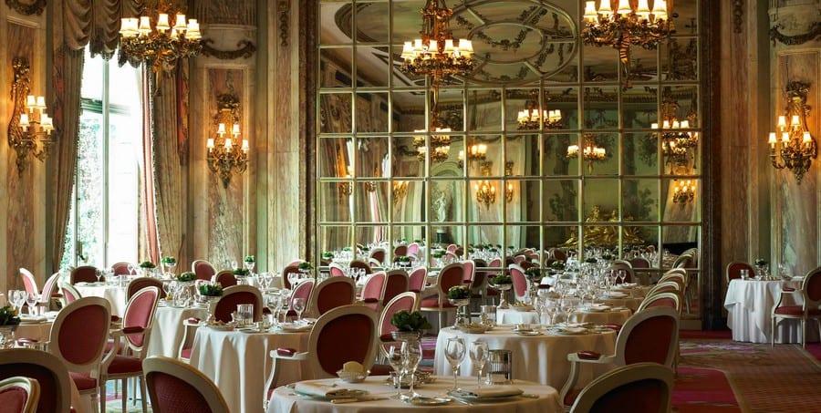 La sala del Rizz di Londra e i suoi specchi